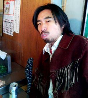寿司屋の様子。ちなみに、この左手では 競輪のノミ行為(らしきもの)が行われていました……